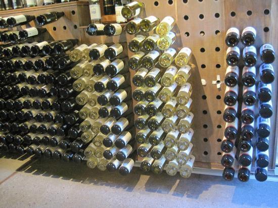 Bowers Harbor Vineyards: Boring display