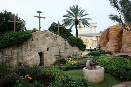 ‪‪Holy Land Experience‬: Jesus' tomb.‬