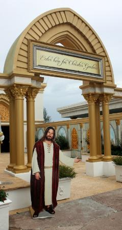 Holy Land Experience: Thank you for showing me the way, carboard Jesus