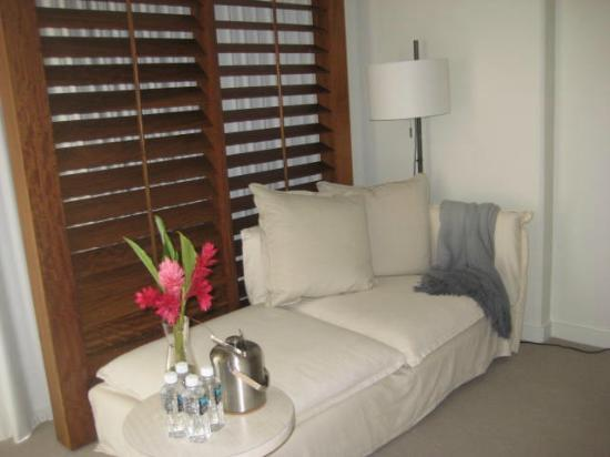 The Modern Honolulu: Comfortable lounger in room