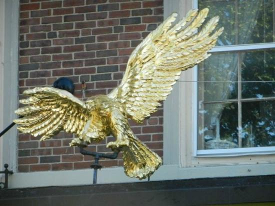 Hawthorne Hotel : Close Up of Eagle Over Entrance