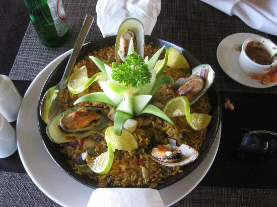 زويتري أجوا بونتا كانا أول إنكلوسيف: amazing paella 