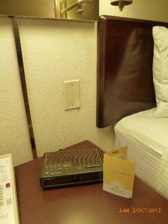 La Quinta Inn & Suites Portland: The time travel alarm clock
