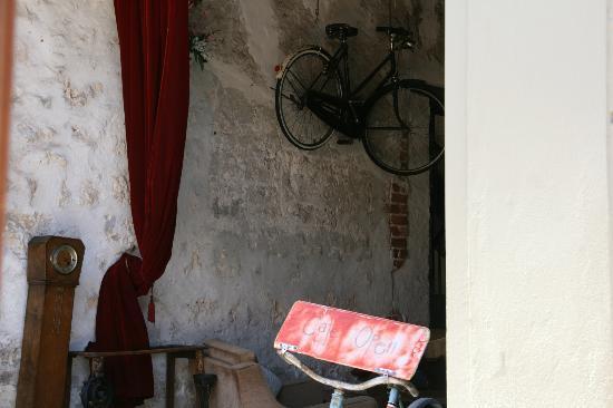 Moore & Moore Cafe: Interior