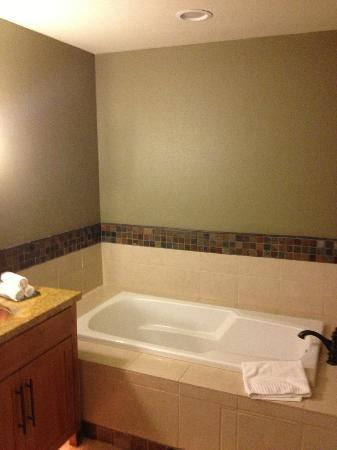 Lake Tahoe Vacation Resort: Soaking tub