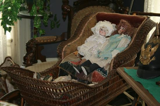 Fort Mackinac: Dolls from the period
