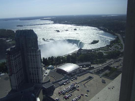 Hilton Niagara Falls/Fallsview Hotel & Suites: View of Casino and Falls