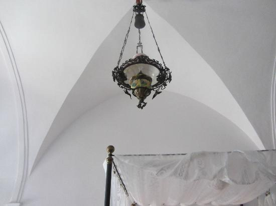 1864 The Sea Captain's House: vaulted ceiling
