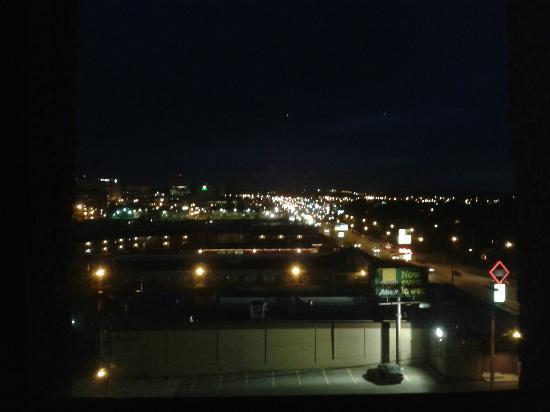 Ramada Saskatoon : Night view looking south