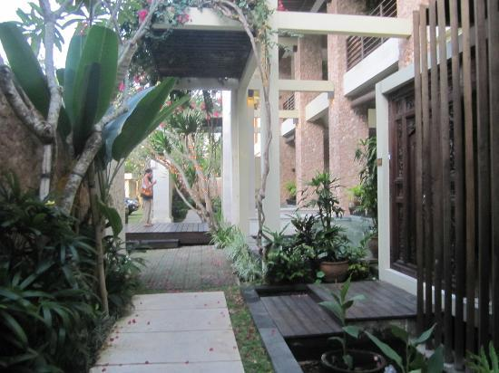Kamuela Villas and Suite Sanur: Room entrance area