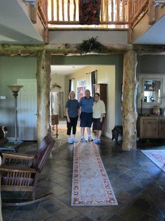 Yellowstone River Lodge: Interior of main house.