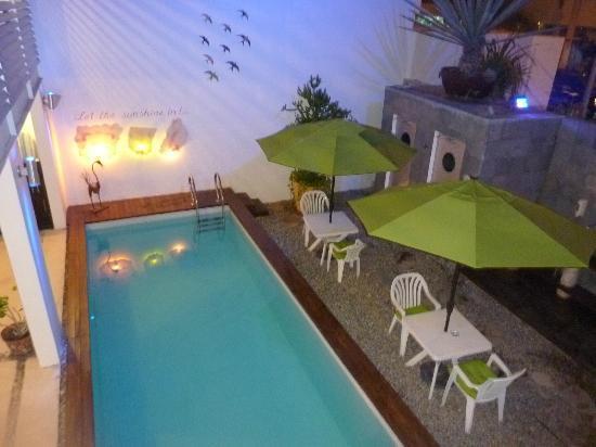 Hotel Casa Ticul: Pequena piscina e chuveiro