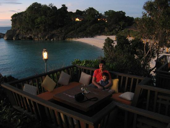 Shangri-La's Boracay Resort & Spa: Beautiful place for drinks and to see sun set