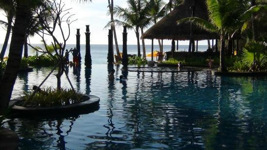 Shangri-La's Boracay Resort & Spa: pool area