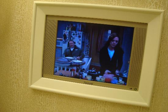 Wynn Las Vegas: TV in  Bathroom!