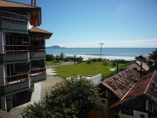 Costa Norte Ingleses Hotel: Edifício vizinho ao hotel