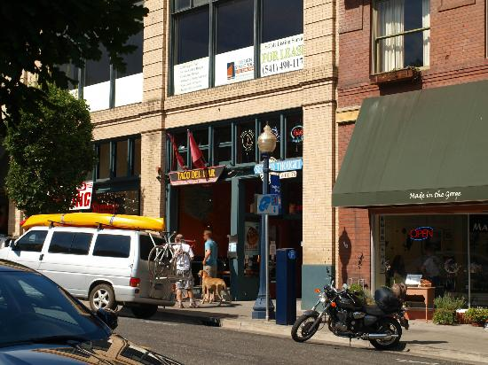 Interesting shops to browse next to Taco del Mar