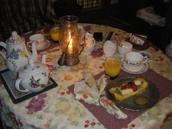Governor's Trace Bed and Breakfast: Candlelit Breakfast
