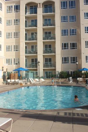 Wyndham Oceanside Pier Resort: View of South Tower from the 2nd floor pool