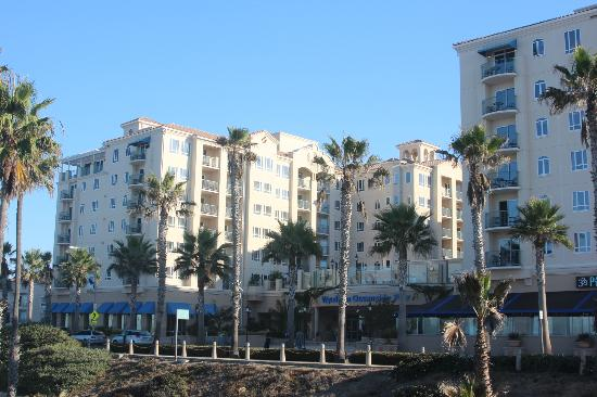 Wyndham Oceanside Pier Resort: View of front of resort
