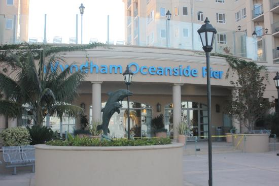 Wyndham Oceanside Pier Resort: View from front of resort from Pacific Avenue
