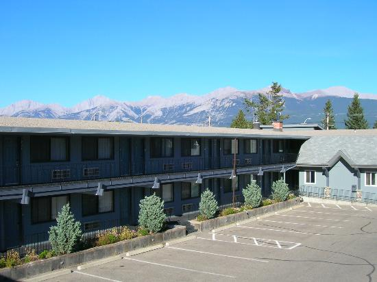 Mount Robson Inn: View from 2nd floor room