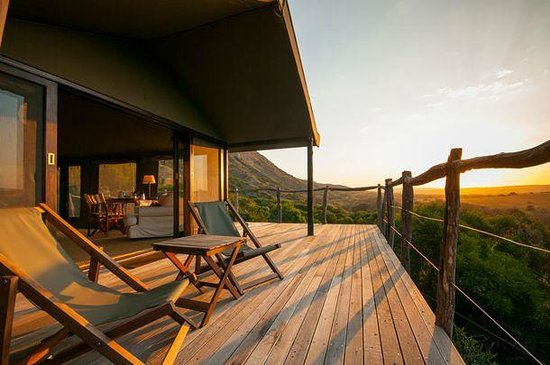 HillsNek Safaris, Amakhala Game Reserve : Panoramic Bush Views from all Tents