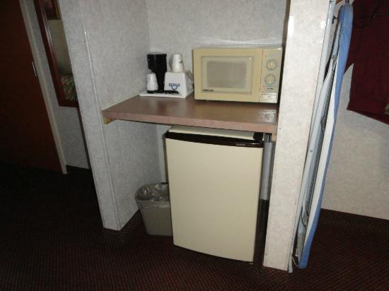 Days Inn Manassas: Microwave
