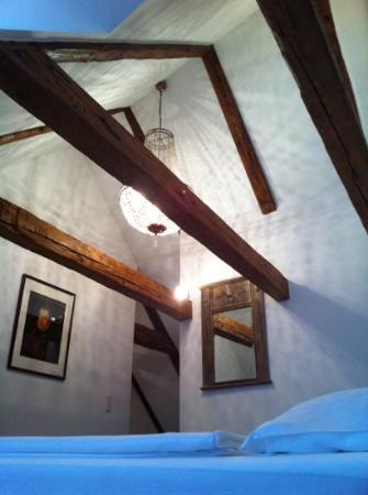 L'Ostello Altstadthotel : fantastic chandelier!