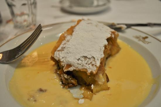 Cafe Mozart: Apple strudel with hot vanilla sauce