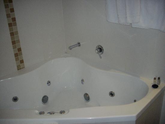 Coachman's Inn Warwick: Spa Bath