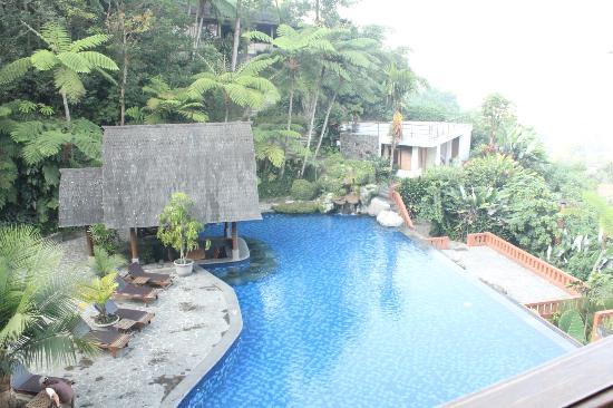 SanGria Resort & Spa: pemandangan kolam renang...