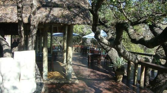 Thornybush Game Lodge: Open lounge and dinner tables