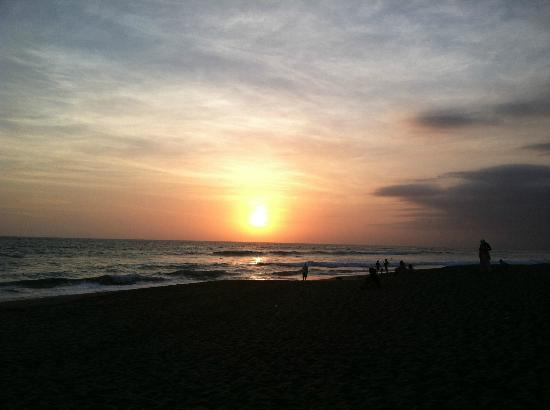 Puri Rama Homestay: brawa beach sunset