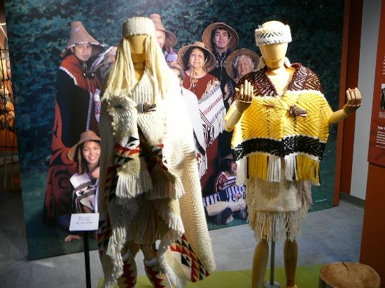 Squamish Lil'wat Cultural Centre: Exhibit of traditional Lil'Wat clothing