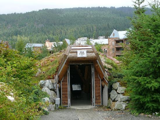 Squamish Lil'wat Cultural Centre: Entrance to Lil'Wat istken