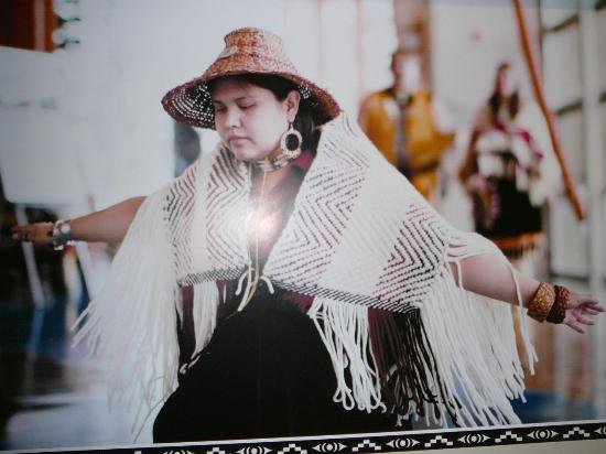 Squamish Lil'wat Cultural Centre: Example of Squamish dress