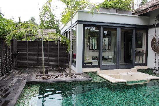 Anantara Mai Khao Phuket Villas: Deck needs to be stained