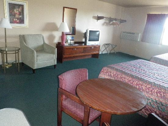 Home Place Inn: Double Kitchenette with Queen Size Beds