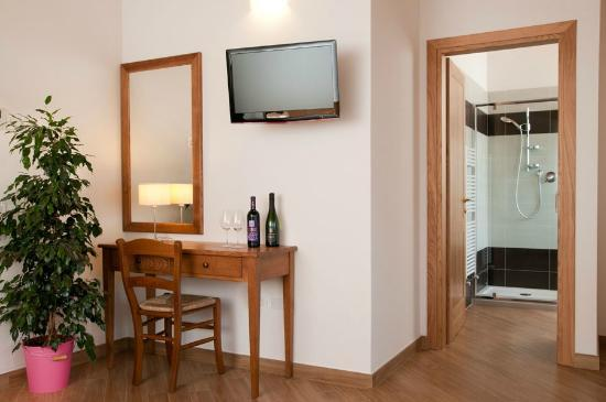 L'Isola del Sasso : All the chambers have a TV led full HD
