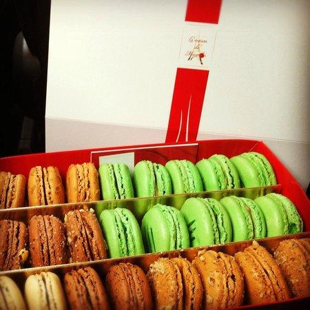 La Maison Du Macaron: Pistachio Macarons are the superstar of this box!
