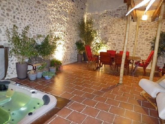 Pomerols, צרפת: Dining on Terrace