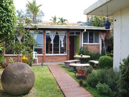 Hostel Bekuo: dorm/garden