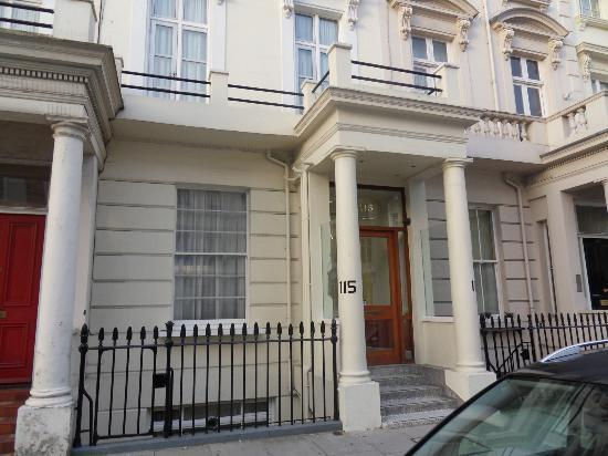 St. George's Pimlico: facade