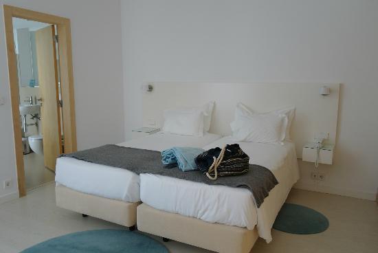 Memmo Baleeira Hotel: bed