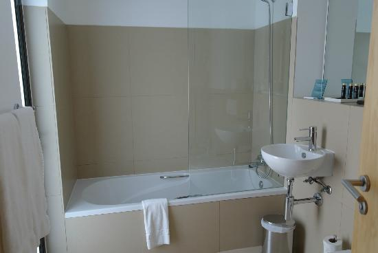 Memmo Baleeira Hotel: bathroom