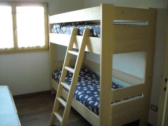 Camera 3 letto a castello picture of b b raggio di sole lesmo tripadvisor - Camera letto a castello ...