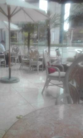 Sendai Kokusai Hotel : 1階コーヒーハウスのテラス席