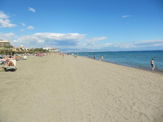 Ecuador Park Apartments: Clean Beach - 3 minutes walk away
