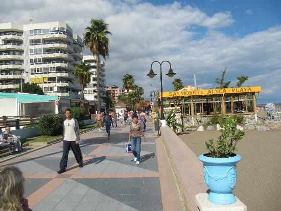 Ecuador Park Apartments : Prom - so clean and 3 minutes from hotel.